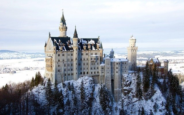 Day trips from Munich. Take a tour  from Munich to Neuschwanstein Castle