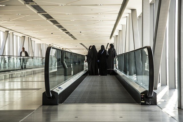 Moving walkways between the Dubai Mall and the Metro Station