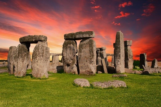 Thinking of visiting Stonehenge? Read our photo guide and know what to expect.