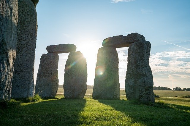 Places to visit in the UK Stonehenge