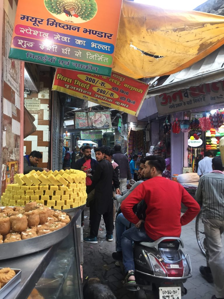 Sampling the streetfoods in Agra's markets