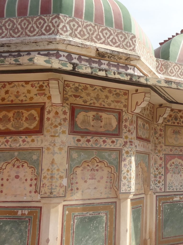 Jaipur Sightseeing Tour Close up of the detail at Amber Fort