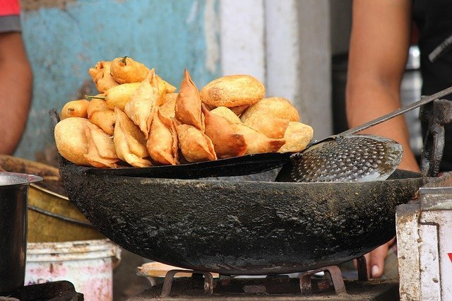 Try the street foods in Mumbai