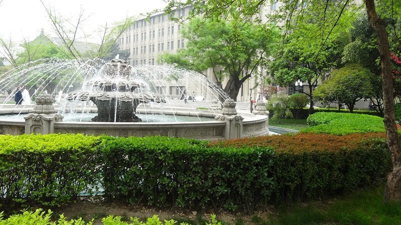The fountain in the garden at Renmin Square