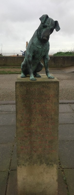 Statue of Snooks the Dog