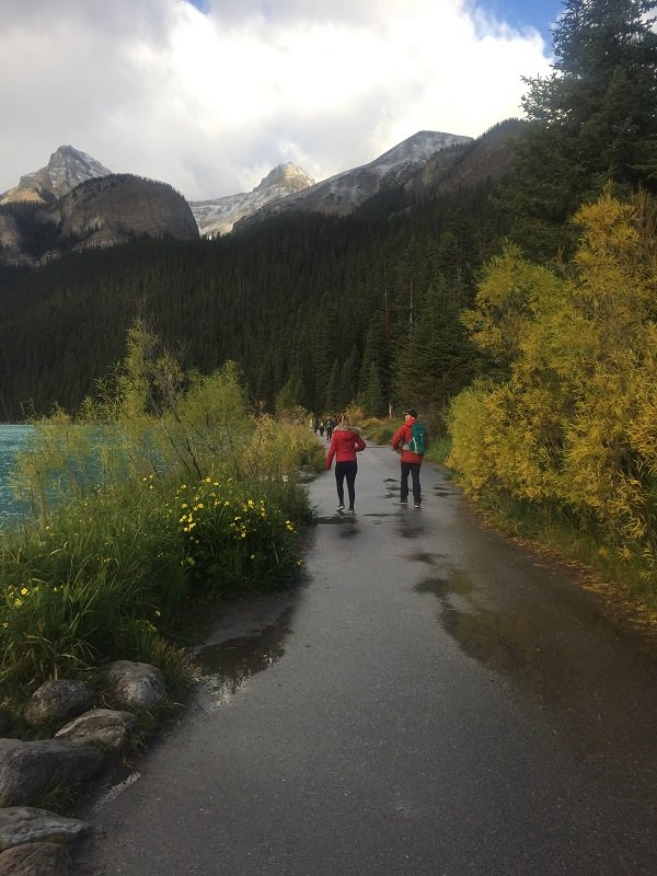 Walk around Lake Louise