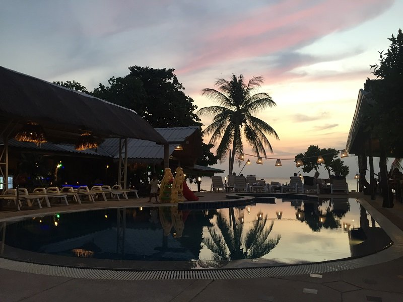 Where to stay in Koh Lanta Evening view of the pool